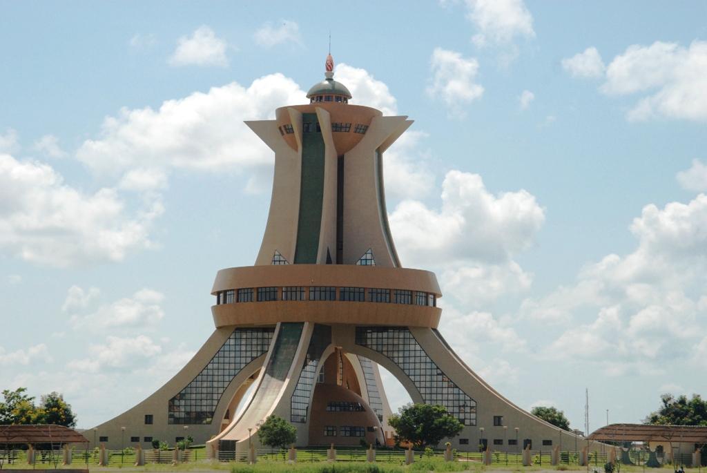 Le Monument aux héros nationaux, l'une des fierté de Ouaga, même si... je vous en parlerai plus tard ! (Ph :  Zatibagnan)