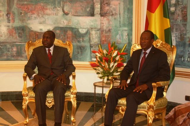 Blaise Compaoré (à droite) a rencontré son opposant Zéphirin Diabré le 14 novembre (Ph : B24)