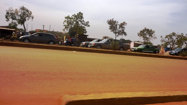 Le Taxi est vite remarqué dans le paysage grâce au vert de sa carrosse (Ph : Zatibagnan)