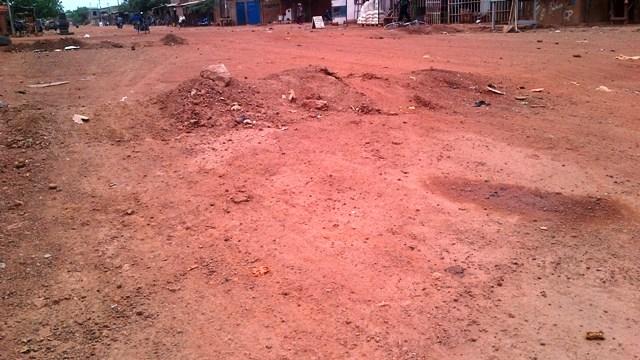 Des ralentisseurs dans une rue du quartier Wemtenga à Ouaga (Ph : Zatibagnan)